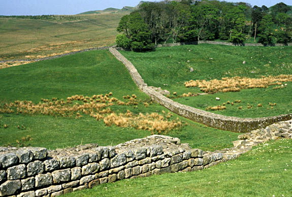 ENG: Northumbria Region, Northumberland, Northumberland National Park, Hadrians Wall, Peel Crags, The remains of this Roman wall stretch through the open contryside [Ask for #132.060.]