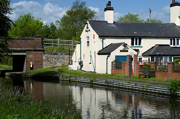 ENG: West Midlands Region, Staffordshire, The Trent Valley, Burton-on-Trent, The Trent and Mersey Canal, The Bridge Inn, at Branston Bridge, on the south edge of town [Ask for #270.020.]